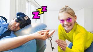 Amelia and Avelina pretend play funny Police story