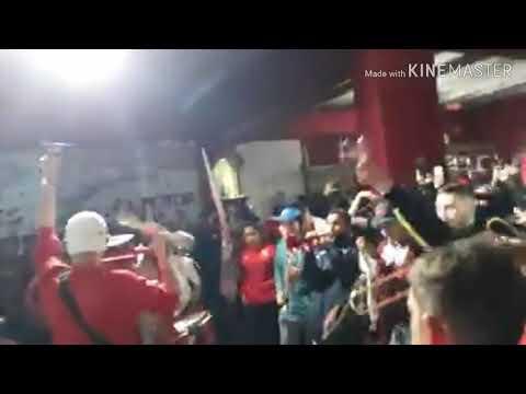 """""""HINCHADA DE INDEPENDIENTE 😎"""" Barra: La Barra del Rojo • Club: Independiente"""