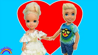 First Crush! Elsa Has A HUGE CRUSH At School! DollTimeHD