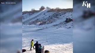 В Курске после жалоб на травматизм засыпают песком горки в Крутом логу
