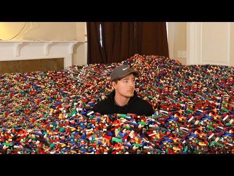 I Put 10 Million Legos in Friend's House (видео)
