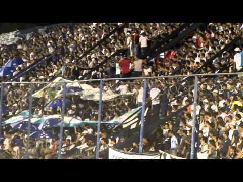 """""""los caudillos del parque vs defensa y justicia ( tema de antonio ríos-nunca me faltes)"""" Barra: Los Caudillos del Parque • Club: Independiente Rivadavia"""