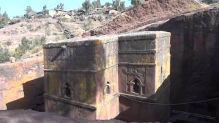 preview picture of video 'Walking outside Bet Giyorgis Church, Lalibela Ethiopia'