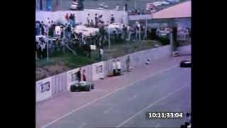 Смотреть онлайн Сбили человека во время гонок Формулы-1