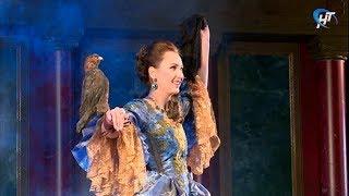 В Новгородском академическом театре драмы прошел генпрогон спектакля «Змея в короне»