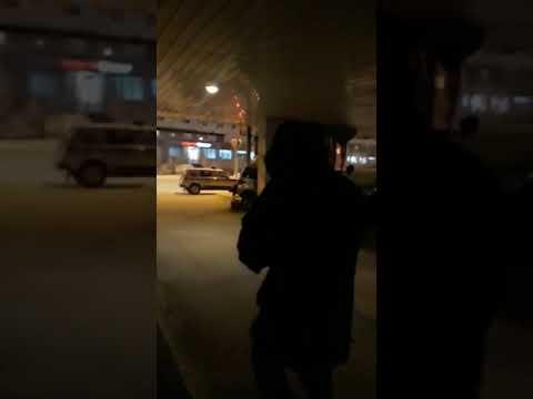 Водитель мусоровоза врезался в припаркованное авто на ул. Ойунского