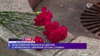 Новости дня. Блиц: возложение цветов к мемориалу «Вечный огонь славы» и почетный караул «Пост №1»