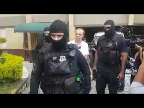 Veja o momento em que o ex-governador do Rio de Janeiro, Sérgio Cabral, chega a Curitiba, onde ficará no Complexo Médico de Pinhais.