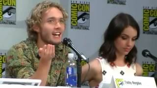 Тоби Регбо, Toby Regbo Talks Fake Sex During Reign Panel Comic Con 2014