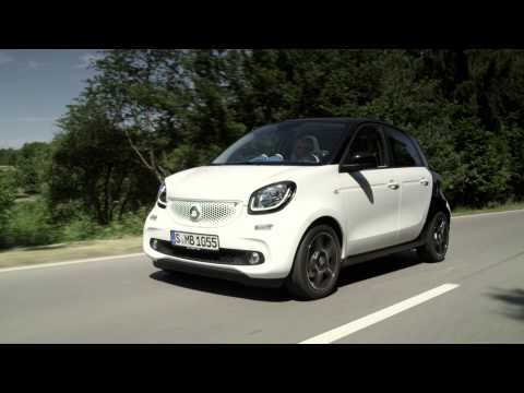 2015 Smart ForFour action & beauty showcased
