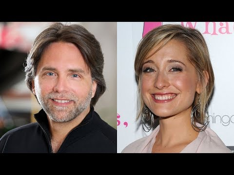 Escaping NXIVM: Behind the investigation of the alleged sex cult (2018)(20:56) Josh Bloch talks about the investigation by the CBC Uncover podcast team.