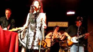 10,000 MANIACS -- CANT IGNORE THE TRAIN