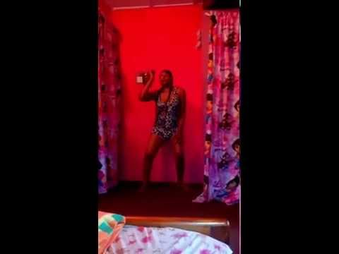 Watch How This Naija Babe Display Her Toto While Dancing