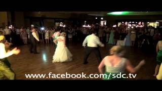 Bridal Party WOWs guest with surprise dance off