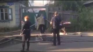 Хозяина горевшего дома на улице Березина заковали в наручники