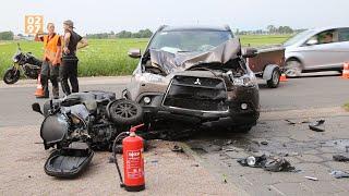 Motor botst op auto bij tankstation Wilnis