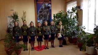 Шагают по войне девчата