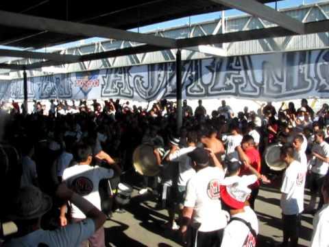 """""""LA BANDA CSD COLO COLO VS LA SERENA 11-03-2012"""" Barra: Garra Blanca • Club: Colo-Colo"""