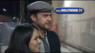 Joshua Jackson Signs Autographs - Hollywood TV