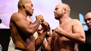 Melhores momentos da pesagem do UFC 208