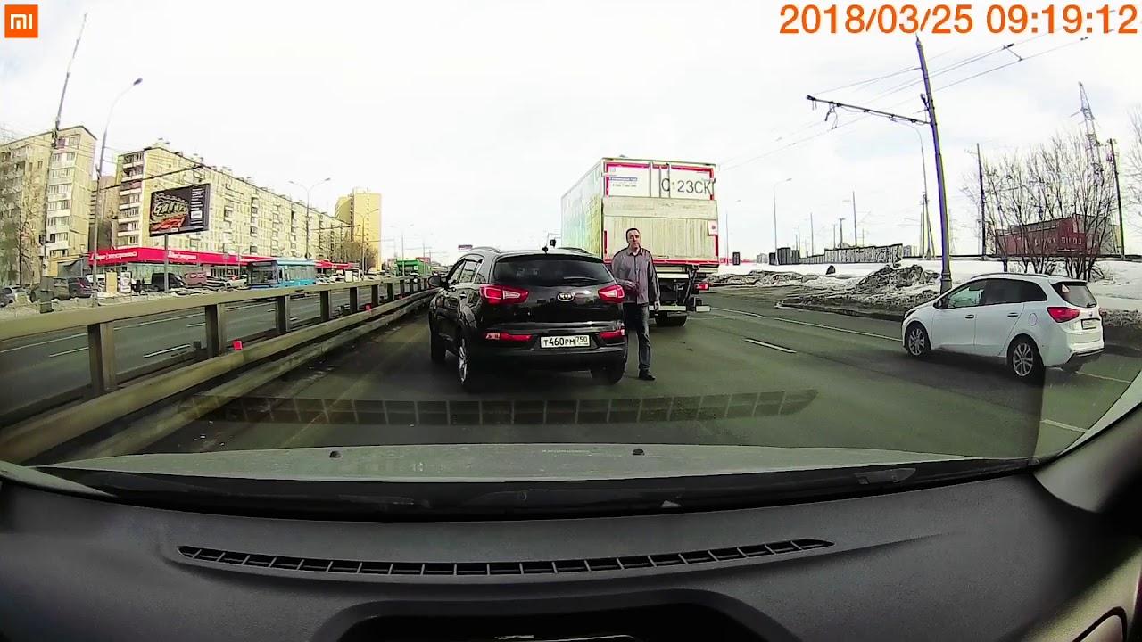 Мужчина на дороге говорил, что он бог!
