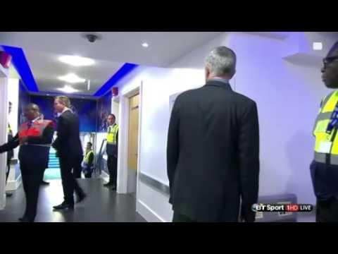Mourinho tìm Wenger để thực hiện lời hứa bắt tay