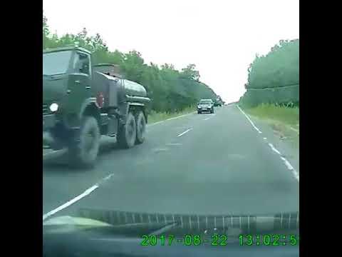Армейский Камаз пошел вразнос и перевернулся