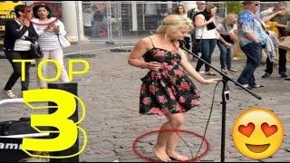 Смотреть онлайн Девушка на улице поет босиком джазовую песню