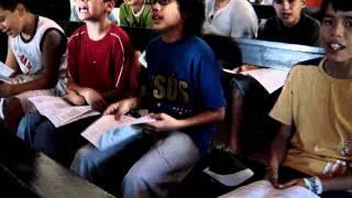 preview picture of video 'Preadolescentes del Colegio Don Bosco de Villarrica van de Campamento'