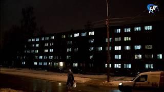На фасаде студенческого общежития НовГУ вечером зажглась «Россия»