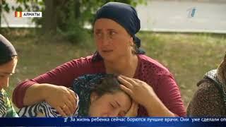 В Алматы во дворе жилого дома автомобиль переехал ребенка
