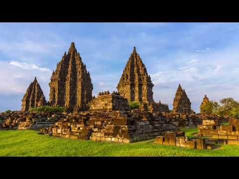 Candi Prambanan merupakan candi terbesar di Asia Tenggara