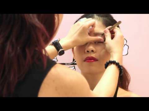 Video Benefit Cosmetics: Brow Waxing 101