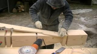 Работа по дереву. Резной столб. Опытный плотник. Строительство из дерева. Carpenter. Carved log.