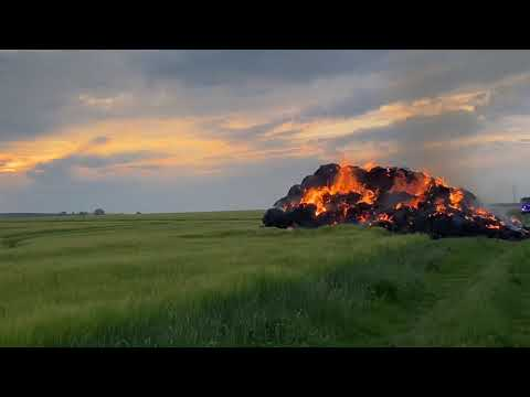 Wideo: Pożar balotów słomy w Grębocicach
