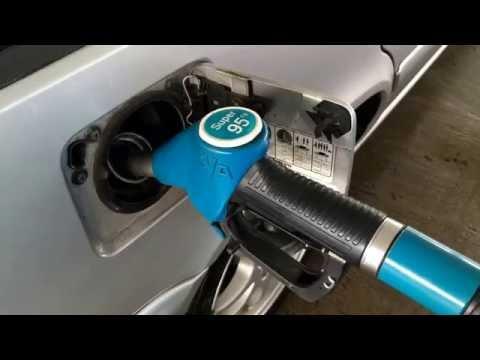 Wie das Benzin mit dem Öl für den Bootsmotor bei der Probe zu trennen