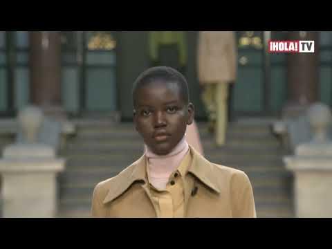 Diseños masculinos, pero con volúmen: la última apuesta fuerte de Victoria Beckham | ¡HOLA! TV