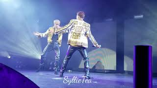 Download Video FANCAM - Versace on the Floor - Shownu & Jooheon Stage - Monsta X in Chicago 2018 (Front row) MP3 3GP MP4