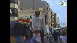 preview picture of video 'Gigantes y cabezudos Fiestas San Roque Callosa de Segura 13/08/12'