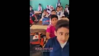 أستاذ عراقي لتلاميذه 2+2=5 .. شاهد النتيجة الرائعة