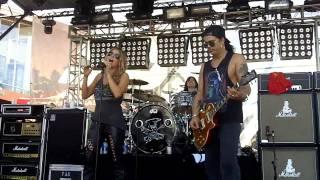 Slash w Fergie   Beautiful Dangerous   Sound Check   HD