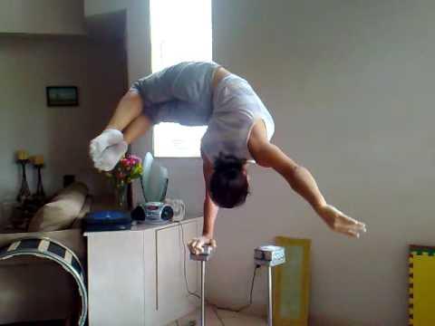 איזון מדהים על יד אחת!