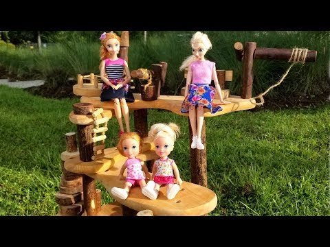 Tree house ! Elsa and Anna toddlers - hoverboard - bubble train - park - playground (видео)