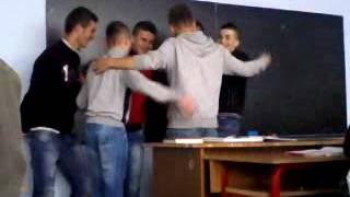 preview picture of video 'Klasa 10 4 Ibrahim Rugova Kamez 2012.mp4'