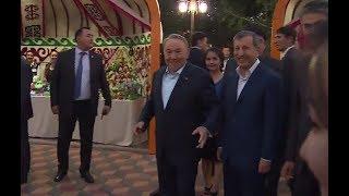 Назарбаев станцевал под мелодию уличных музыкантов в Астане