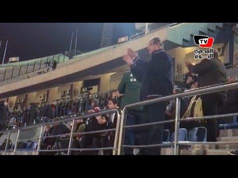 علاء مقلد يتقمص دور المشجع في مباراة الإنتاج.. ويهتف: «العب يا زمالك»