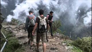 Video : China : The waterfalls at Tiger Leaping Gorge 虎跳峡