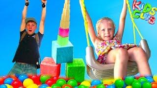 Семейный влог Развлекаемся в игровом клубе для семьи прыгаем на батуте катаемся с горок