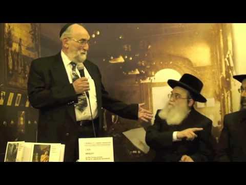 Egységben a kétség: Naftali Kraus mellett tüntettek a magyar zsidók - Füles videó