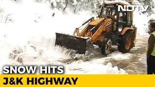 Efforts On To Clear Jammu-Srinagar Highway, Blocked By Heavy Snow